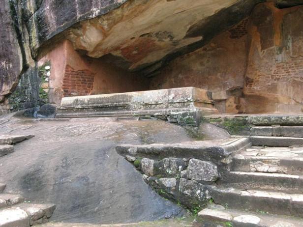 Сигирия пещеры