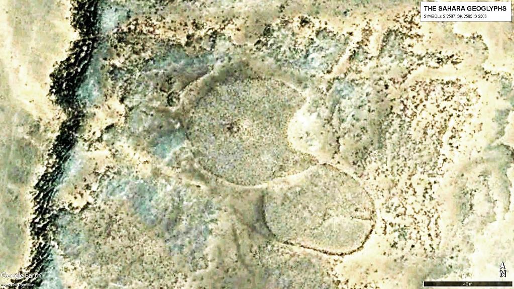 С запада к центральной фигуре примыкает символ подвида «спутник» – S 2507