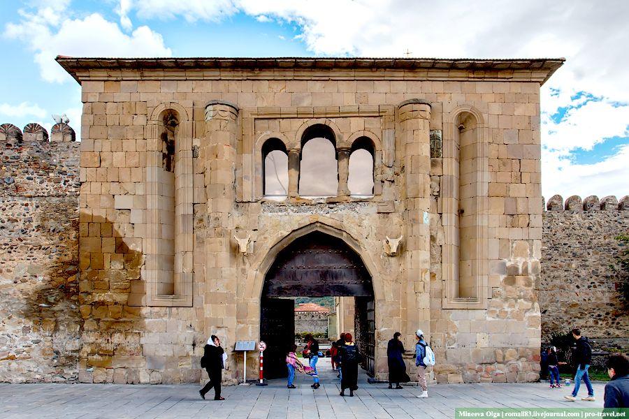 Базилика Светицховели вход