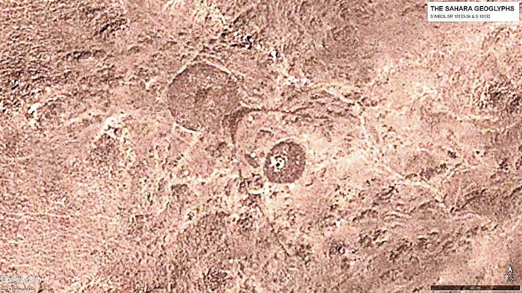 Группа из трех символов. В центре геоглиф S 10132