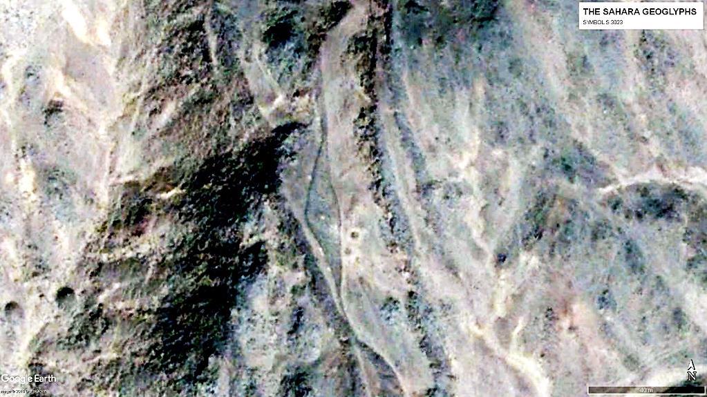 Геоглиф S 3023, расположенный на склоне холма