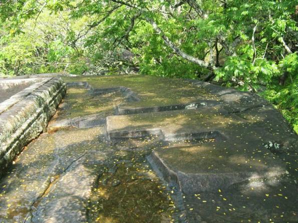 Сигирия бассейн лестницы