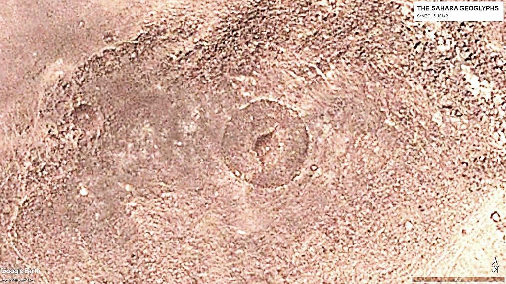 Геоглиф S 10142 в центре круга диаметром 40 м