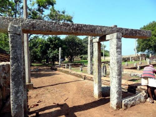 Храмы Михинтале из балок