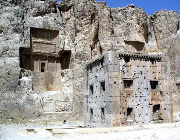 altars in a Sassanid-era inscription on the building