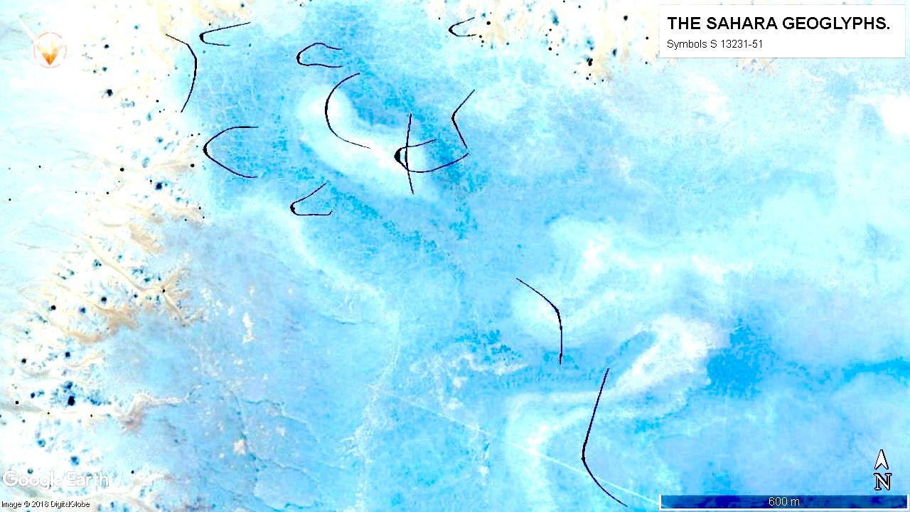 Группа больших геоглифов размером более 300 м