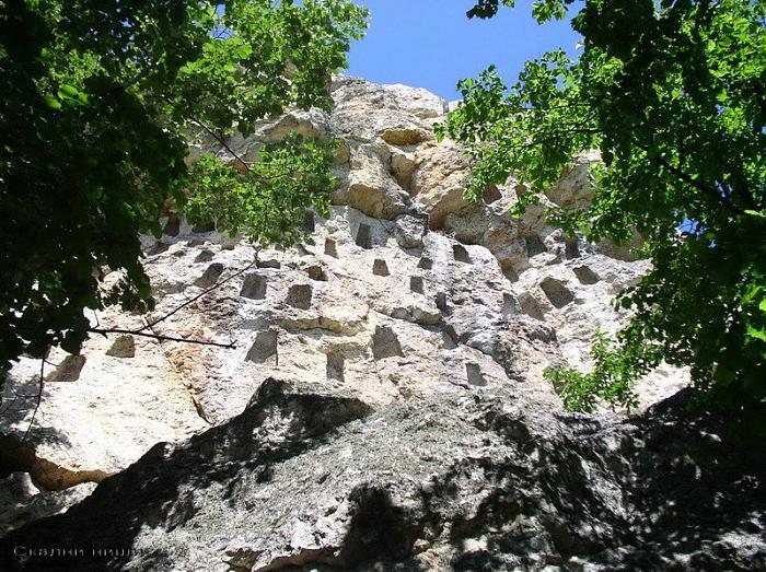 пещеры в скалах Родопы