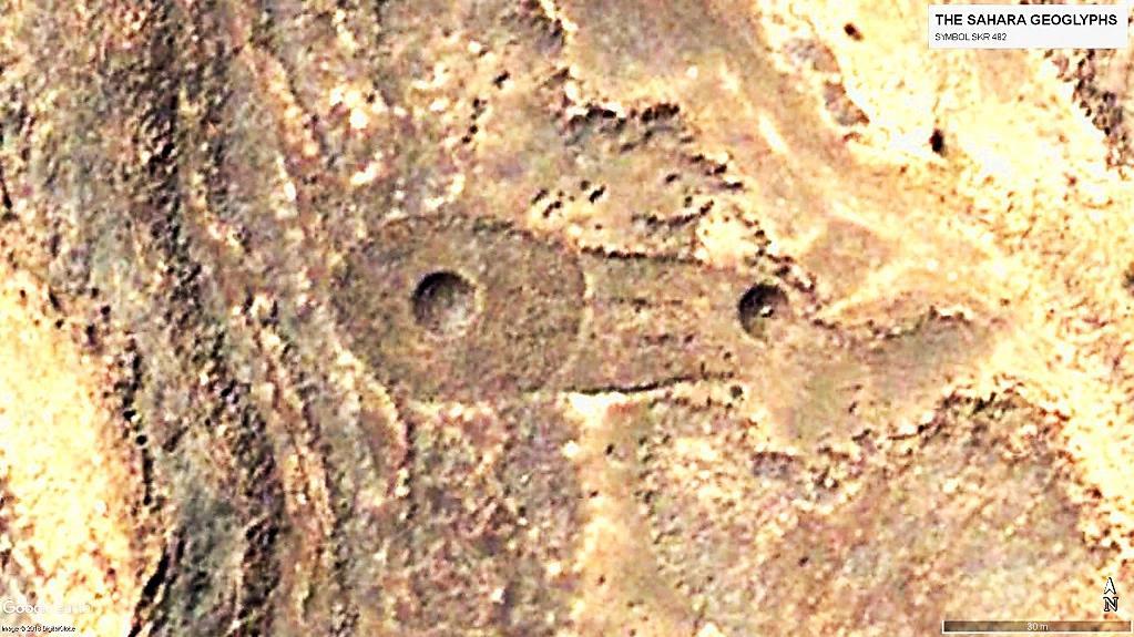 Геоглиф Сахары Символ SKR 482. Один из ярких примеров двух совмещённых символов