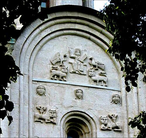 Фасад храма Покрова на Нерли