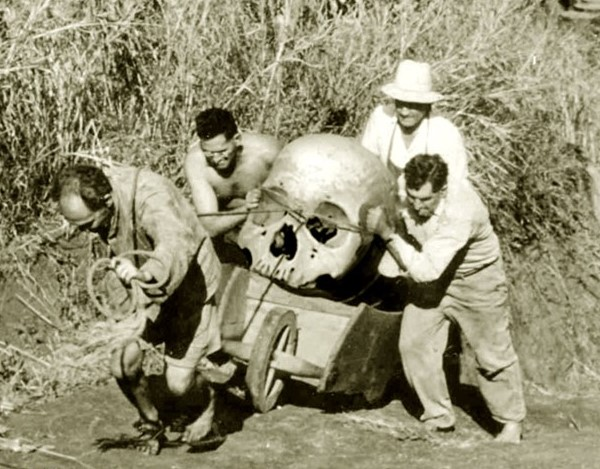 череп великана