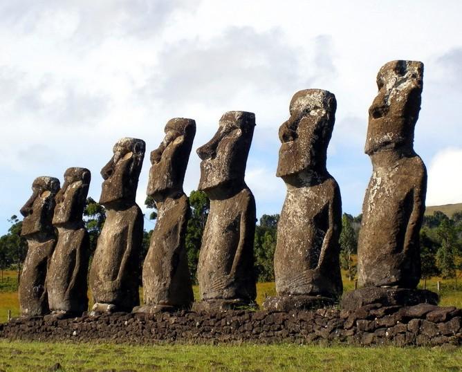 аллея Моаи на острове Пасхи