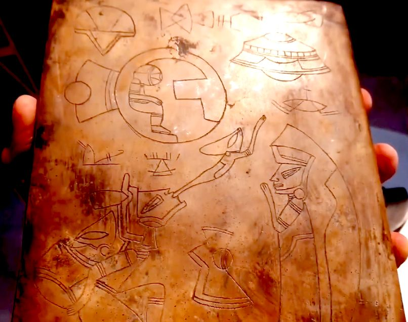 изображения НЛО на каменных табличках в Мексике
