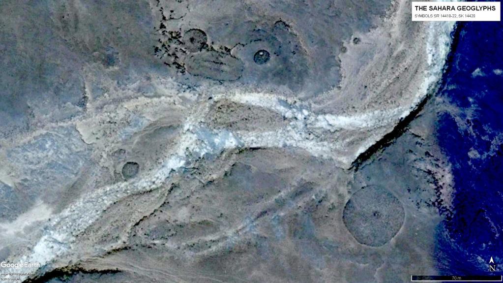 Геоглифы САхары Символ SK 14420 в окружении кругов SR