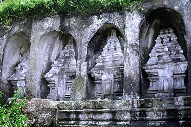 Скальный храм Гунунг Кави