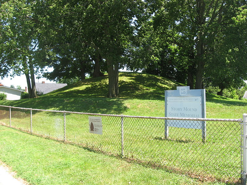 800px-Story_Mound_in_Chillicothe_with_sign.jpg