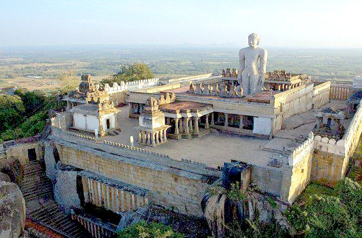 Статуя Гоматешвара